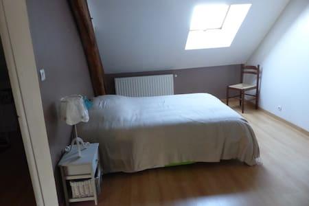 chambre dans ptte commune 8kms Issoudun - Sainte-Lizaigne - Haus