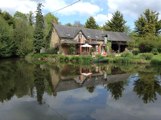 Lakeside cottage, restful, pretty, good fishing!