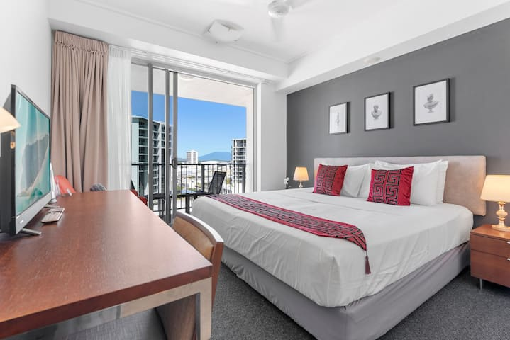Your KING size pillow top bed with hotel quality linen. Smart TV with Netflix access, Foxtel and tons of free to air channels.