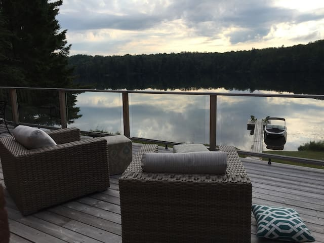 Charming Lake-front Muskoka Cottage