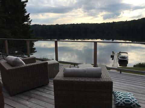 Charming Lake-front Muskoka Cottage