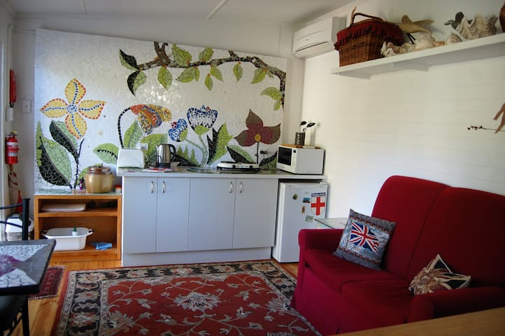 Self contained Garden View Studio  - Parkdale - Xalet