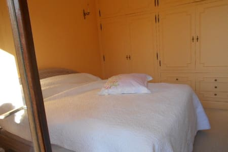 une chambre lit double + S/B - Saint-Denis