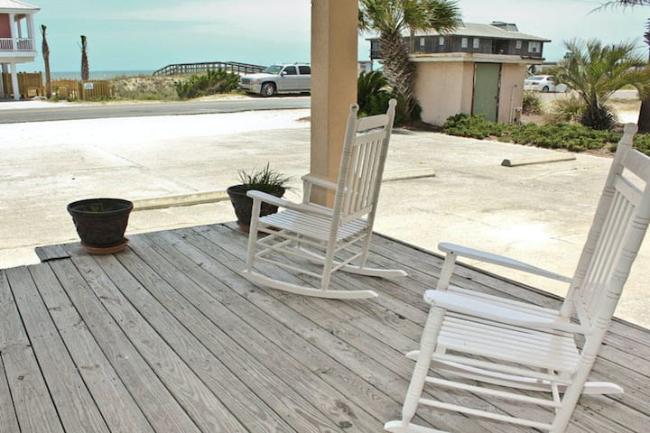 Bright dog-friendly home w/ shared pool - across the street from the beach!