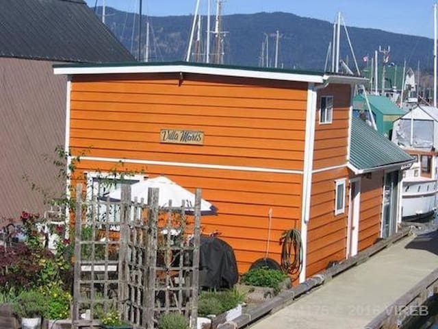 Funky Float home in Cowichan Bay - Cowichan Bay
