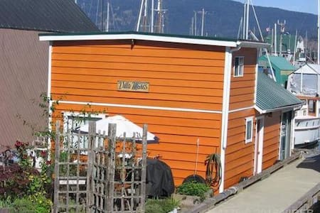 Funky Float home in Cowichan Bay - Cowichan Bay - Muu
