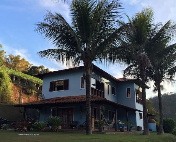 Casa bem decorada com linda vista para natureza! - São José do Vale do Rio Preto - Casa