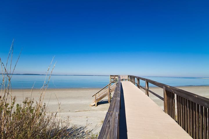 Beachside Hideaway w/ Sunset Views! - Tybee Island - Apartmen