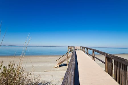 Just 157 steps from our door puts your toes in the Tybee sand (even less if you're tall!) The ideal beach outpost for couples & small families. Swim with dolphins, bike the island, or day trip to Savannah, and sleep by the sea!