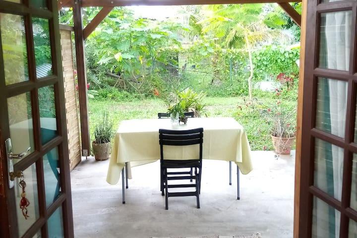 Chambre climatisée+terrasse et entrée privative