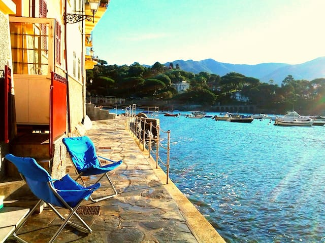 Un pied  dans l'eau..casa Manuel - San Michele di Pagana , Rapallo - Huoneisto