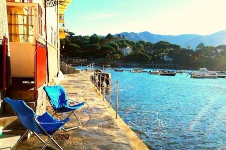 Un pied  dans l'eau..casa Manuel - San Michele di Pagana , Rapallo