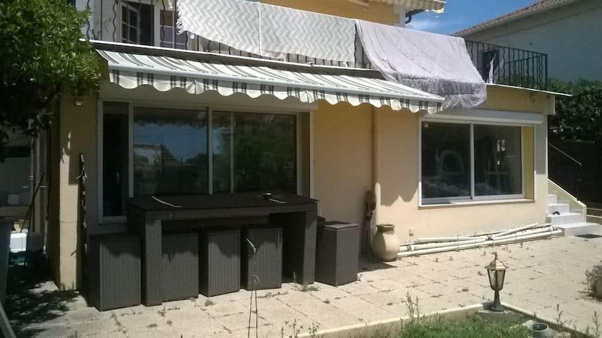 2 pièces/atelier   proche de tout - Antibes - Rumah