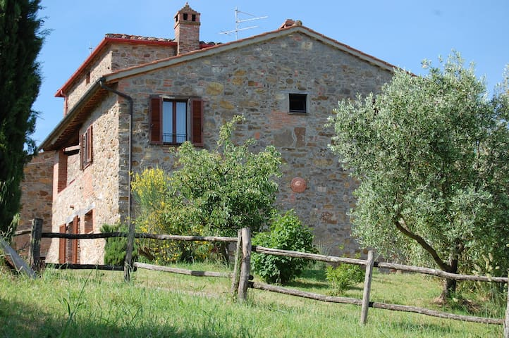 Rustic hillside house - great views - Paciano (PG) - Casa