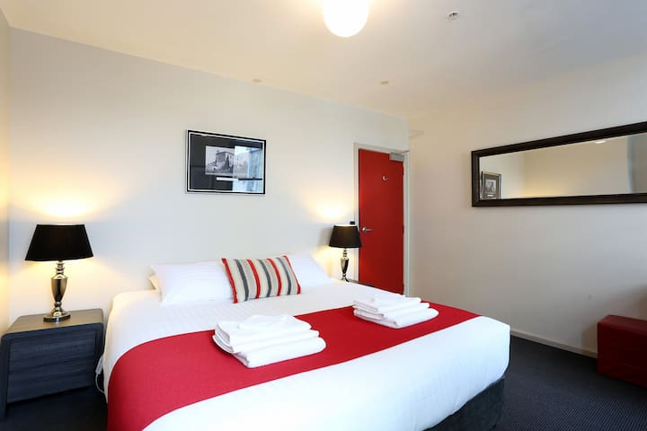 Newly renovated Macquarie House (8) - Hobart - Appartement