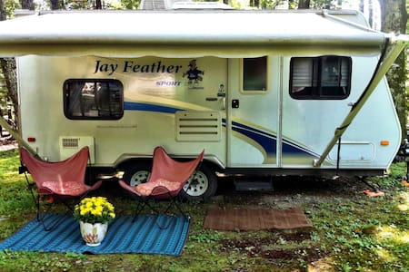 Cute RV in a beautiful area - Stone Ridge - Trailer