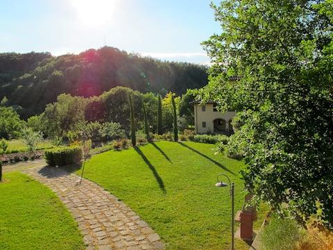 Cozy Tuscany Farmhouse Apt