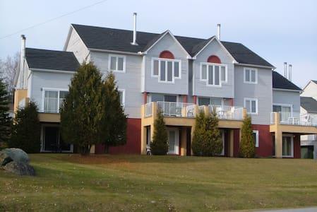 Condo Club Azur 3 chambres - Magog - Apartment