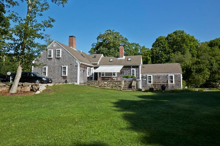 Historic Home near beach & village - Barnstable - Haus