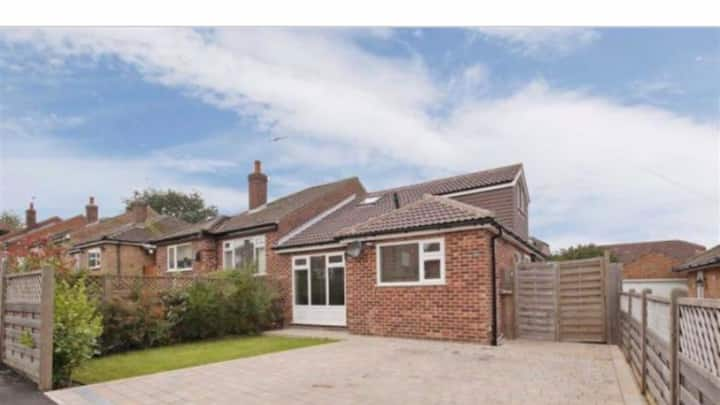 Hot tub, Entire converted bungalow-Harrogate 3 bed