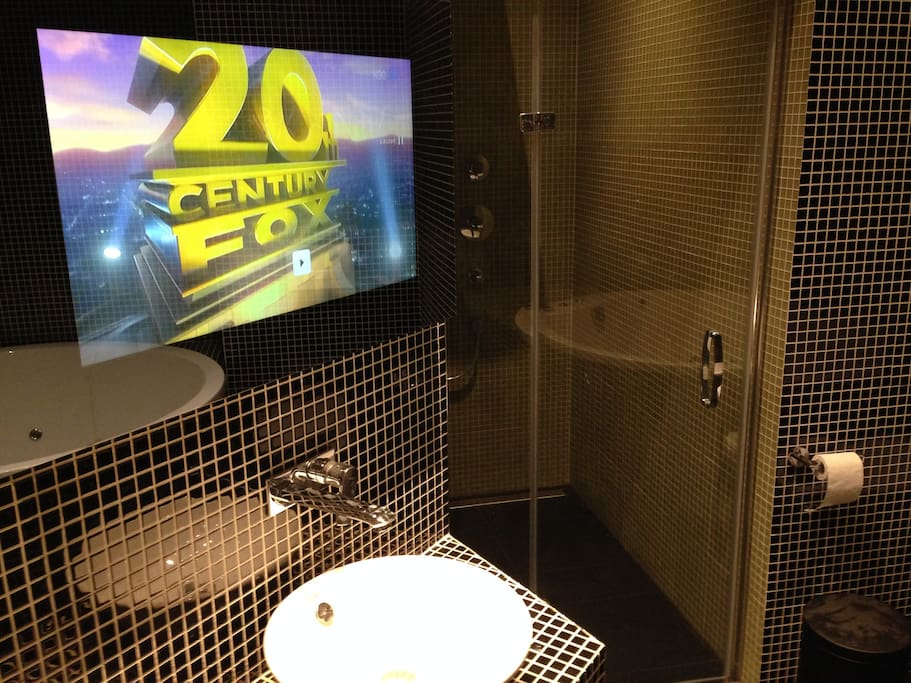 TOUCH SCREEN MIRROR TV WITH FREE MOVIES