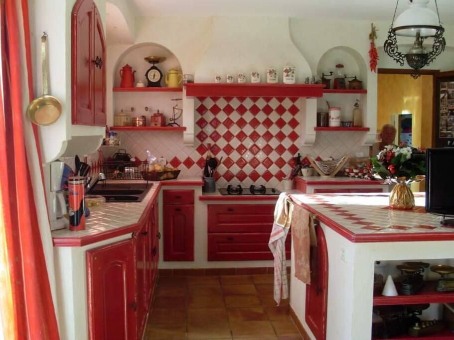 cuisine provencale, ouverte, fonctionnelle et conviviale
