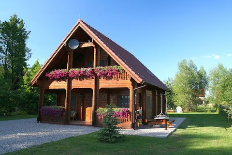 Cosy Lakeside Wooden House in it's own grounds