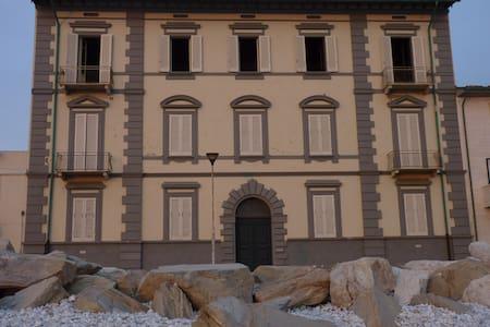 Appartamento d'epoca  su lungomare di Marina-Pisa - Marina di Pisa