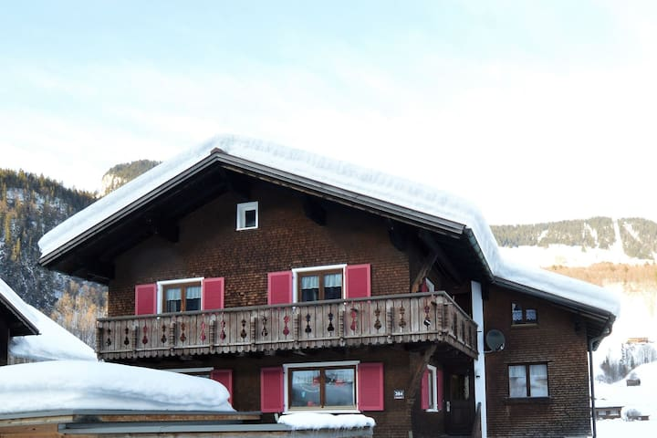 Centrally located newly renovated cottage directly on the Bregenzerwaldstrasse