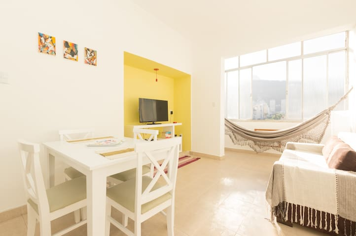Copacabana: lovely modern 2BR flat with a view!