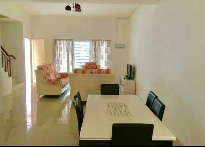 Holiday House 4 Room@Golden Hill Pasar Malam