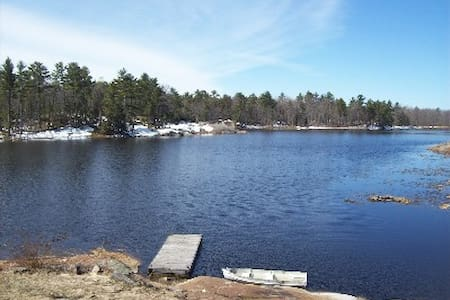 8 Acre 2200 S/F  Waterfront Cottage Sleeps 12,WiFi - Honey Harbour - Haus