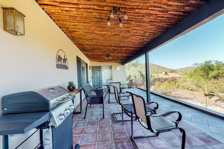Dog-friendly, Cave Creek home w/ covered patio, mountain views, close to town!