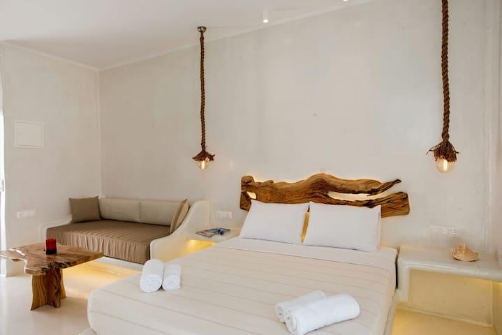 Deluxe suite in agios Stefanos jakuzi on terrace