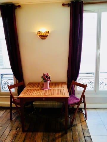 Charment studio en plein coeur de Paris