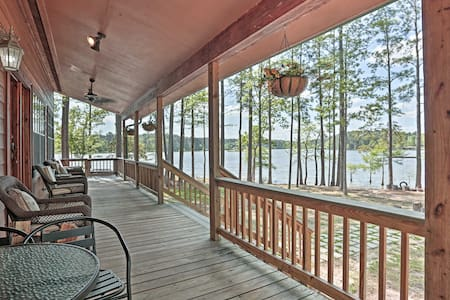 Toledo Bend Lake Home w/ Hot Tub, Dock & Fire Pit!