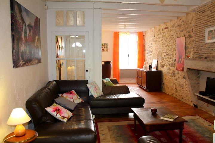 Maison dans la bastide de Sauveterre de Guyenne - Sauveterre-de-Guyenne - Hus