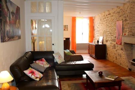 Maison dans la bastide de Sauveterre de Guyenne - Huis