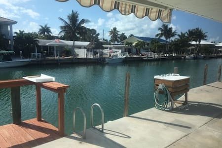 Key Colony Beach 3 2.5 45' dock sleeps 8 - pets OK