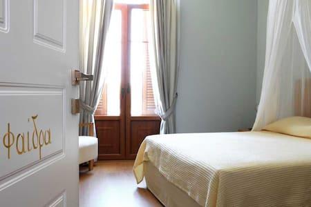 Πέτρινο Boutique Hotel στην Αιδηψό - Loutra Edipsou - Bed & Breakfast
