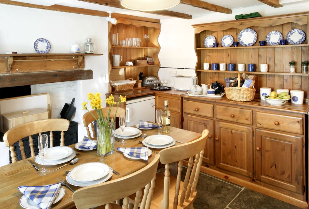 Ground floor: Small fitted kitchen/dining room