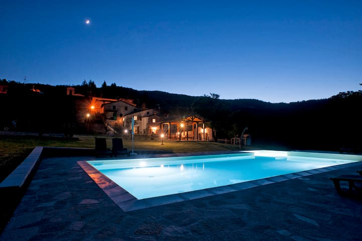 Lovely farm with private pool in Tuscany