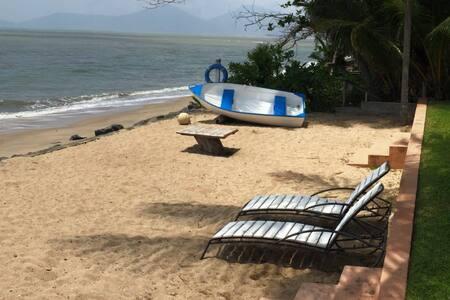 Cairns Beaches Absolute Beach Front Studio