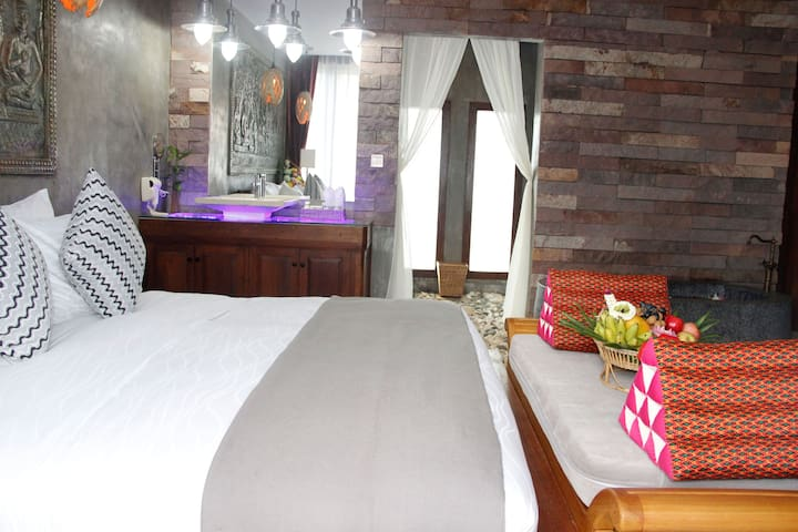 Gorgeous room in an exquisite property near Angkor