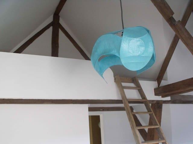 Charmant studio dans une maison d'artiste.