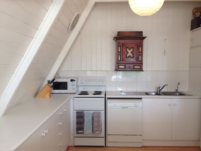 Charming Beach House - Port Willunga - Talo