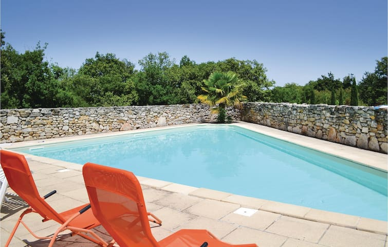 Holiday cottage with 2 bedrooms on 120 m² in Padirac
