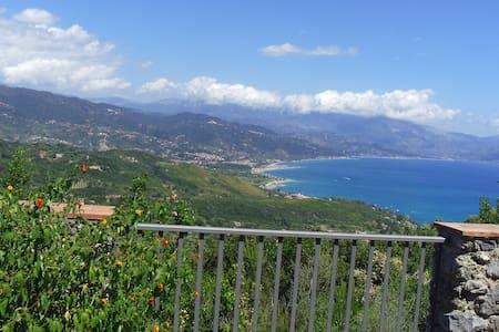 Tra i limoni... il mare di Scario - San Giovanni A Piro - วิลล่า