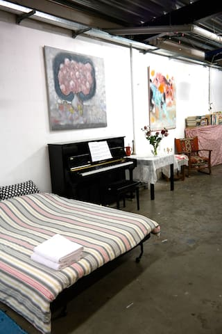Spacious artistic studio (100m2) no smoking. - Ámsterdam - Apto. en complejo residencial