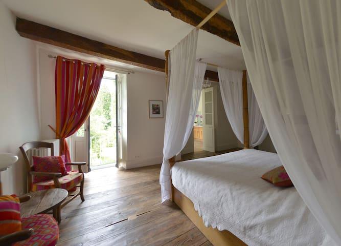 Chambre Eva - Castillon-en-Couserans - 家庭式旅館